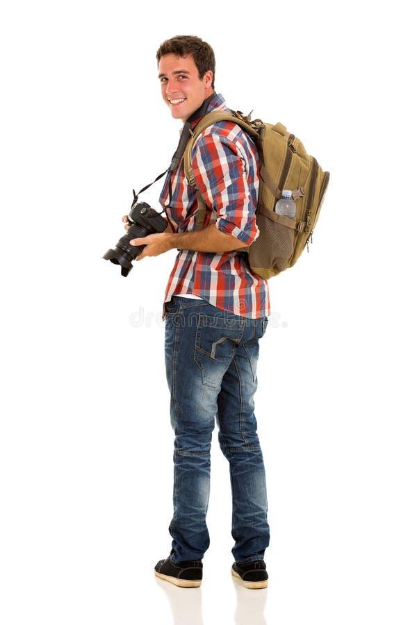 Молодой турист смотря назад стоковые изображения