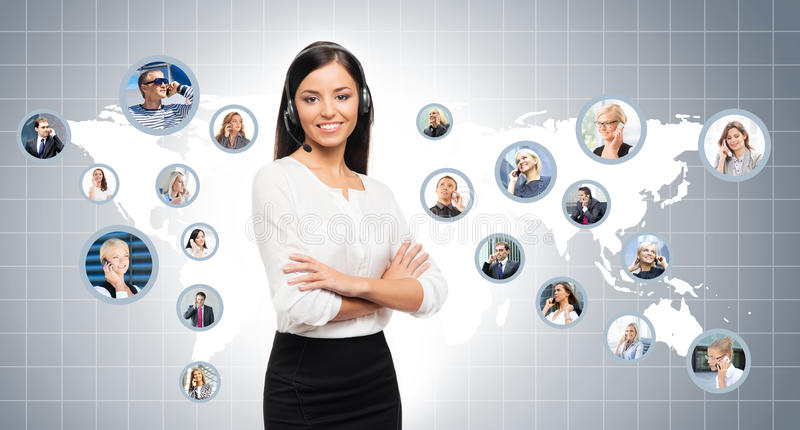 Молодой, уверенно и красивый оператор работы с клиентом стоковые изображения