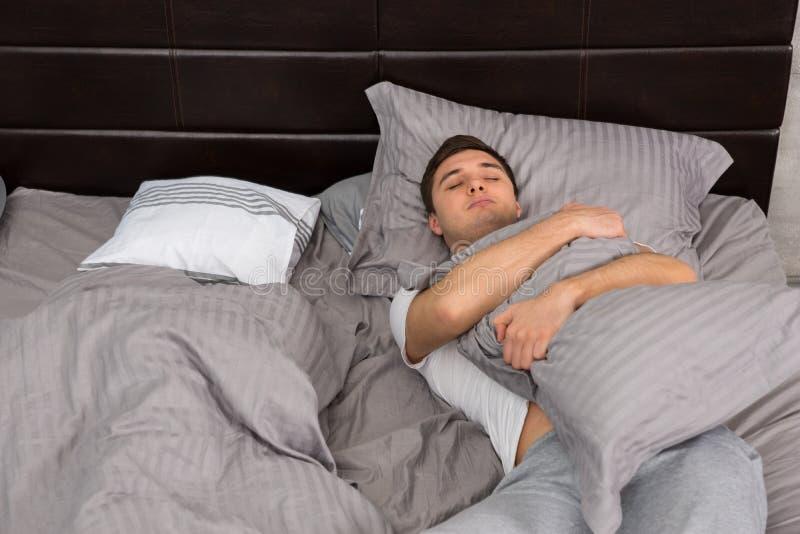 Парни кто спит в женском