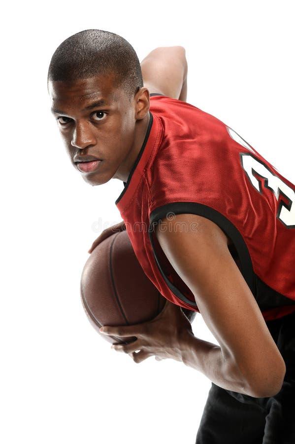 Молодой черный баскетболист стоковое фото