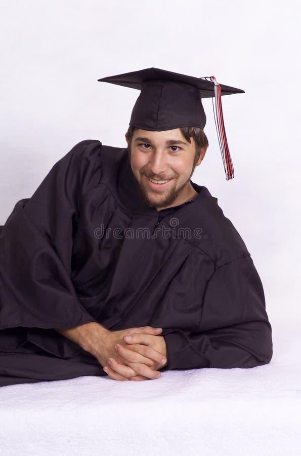 Молодой человек в крышке и мантии стоковые фото