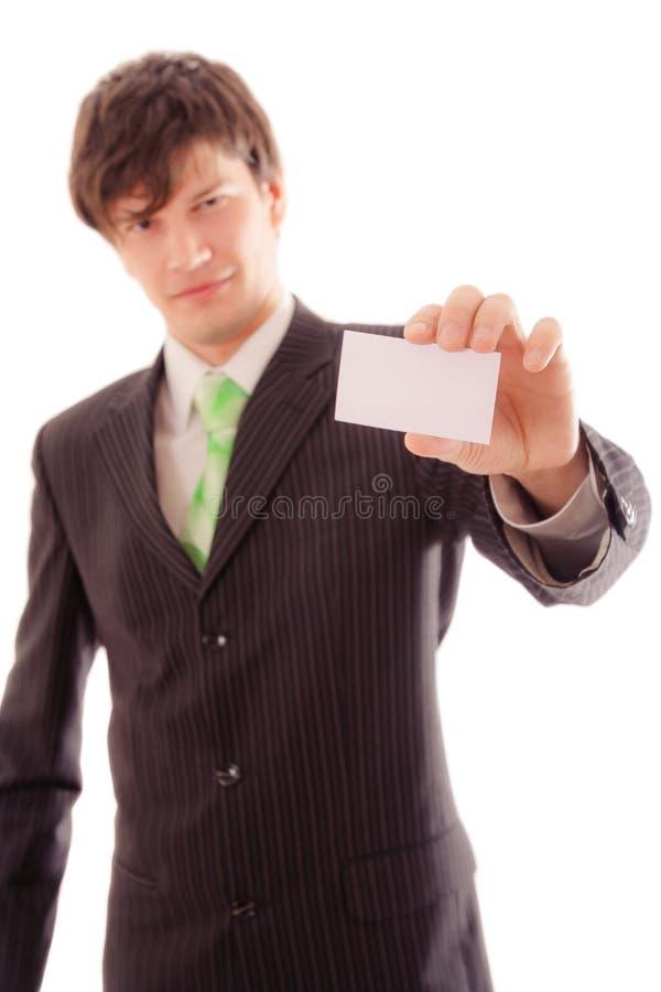 молодой человек в striped костюме и связи демонстрирует личную карточку стоковые фотографии rf