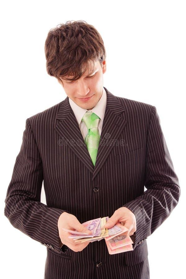 молодой человек в striped костюме подсчитывает банкноты стоковые изображения
