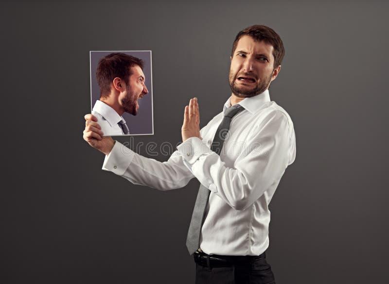 Человек имеет разладку с собой стоковые изображения rf