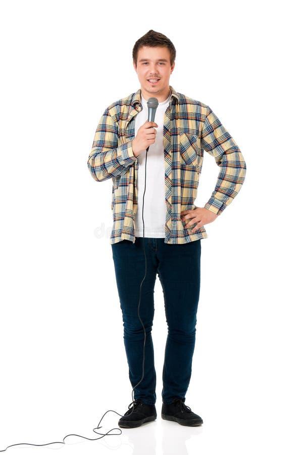 Молодой человек с микрофоном стоковое изображение