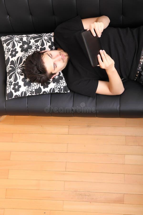 Download Молодой человек с ПК ATablet Стоковое Фото - изображение насчитывающей счастливо, корпоративно: 40584720