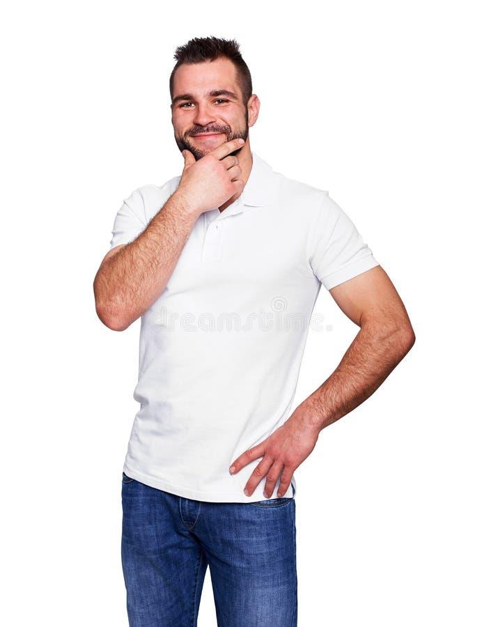 Молодой человек думая в белой рубашке поло стоковые изображения