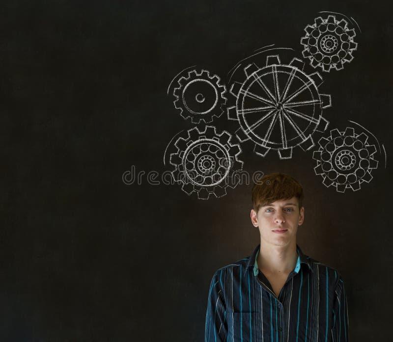 Укомплектуйте личным составом думать с поворачивая cogs или шестернями шестерни стоковое изображение