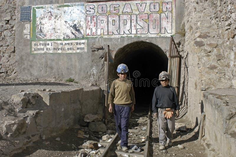 Молодые горнорабочие, детский труд в Huanuni, Боливии стоковая фотография rf