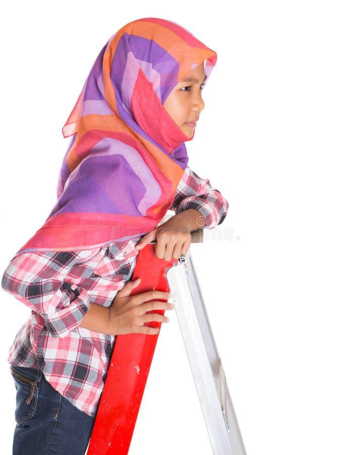Молодые мусульманские девушка и лестница II стоковое фото rf