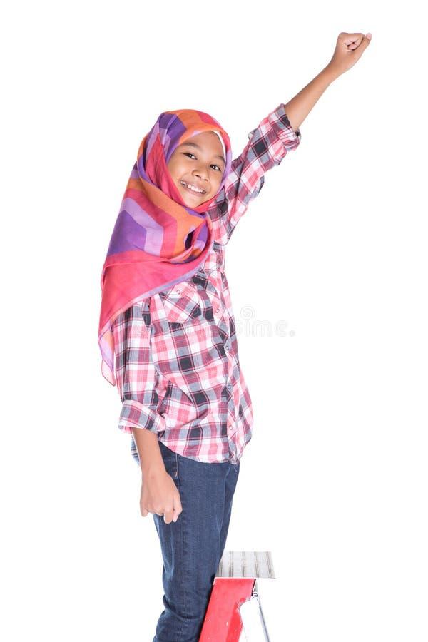 Молодые мусульманские девушка и лестница v стоковые фотографии rf