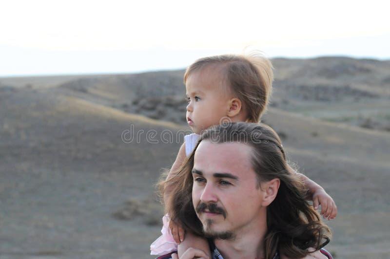 Молодые отец и дочь стоковое изображение