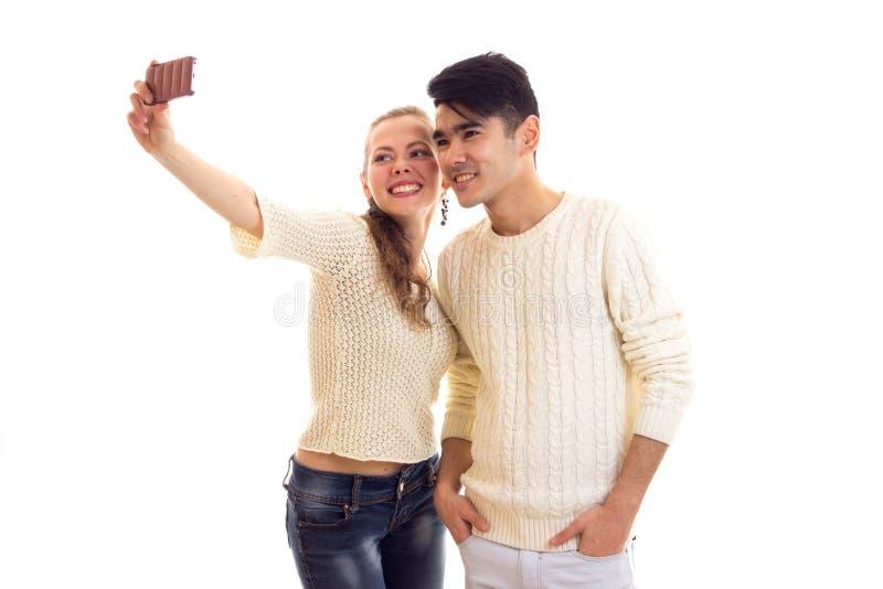 Молодые пары делая selfie стоковое фото rf