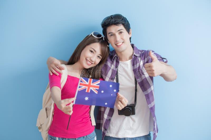 Молодые пары принимают австралийское запаздывание стоковое фото