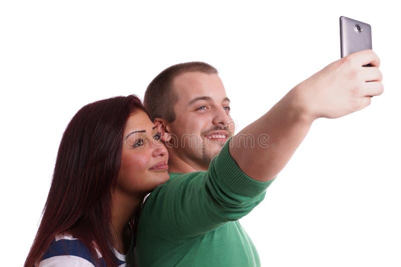 Молодые пары принимая selfie стоковые фотографии rf