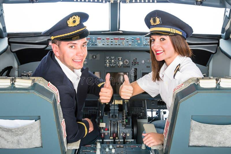 Молодые пилоты в тренажере мухы стоковые изображения