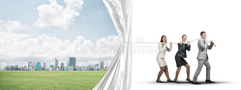 Молодые предприниматели работая в сотрудничестве и вытягивая белое знамя рекламы иллюстрация штока