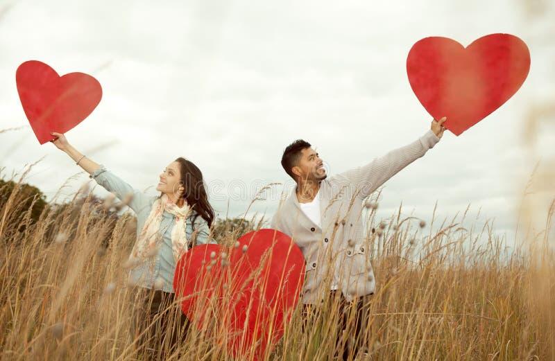 Молодые счастливые пары в влюбленности. стоковое изображение rf
