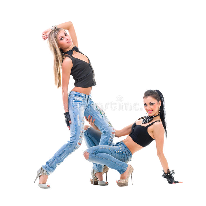 2 молодых сексуальных женщины в джинсах джинсовой ткани изолированных дальше стоковая фотография