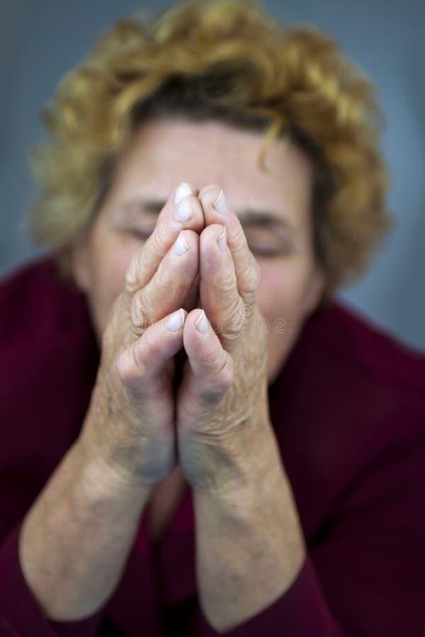 моля старшая женщина стоковое изображение