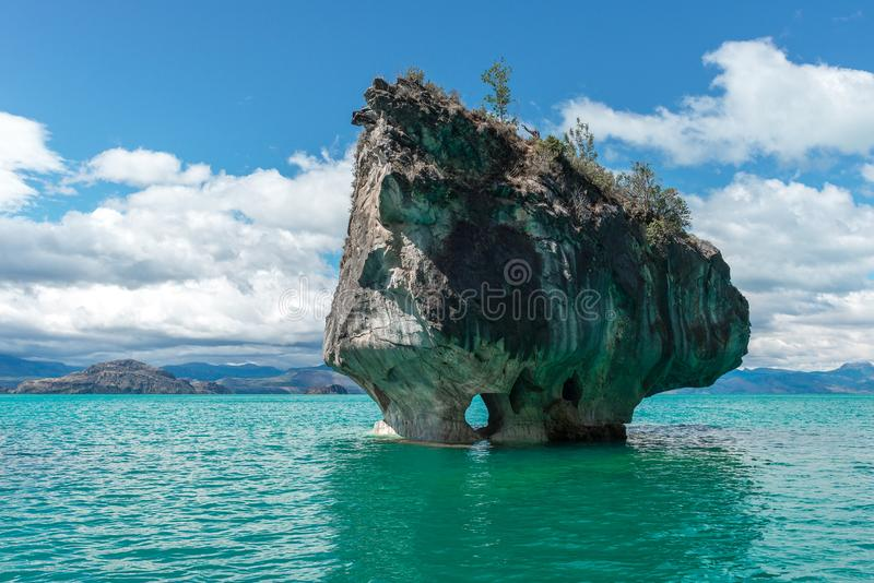 Мраморная часовня генерала Carrera озера, чилийской Патагонии стоковые фотографии rf