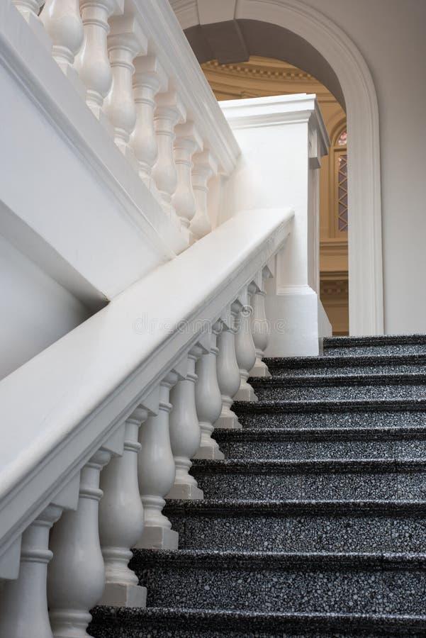 Мраморные шаги и Railing стоковая фотография