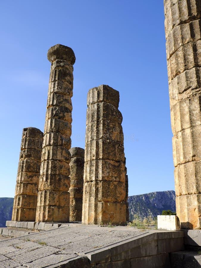 Мраморные штендеры, висок Аполлона, святилища Аполлона, Дэлфи, Греции стоковые фото