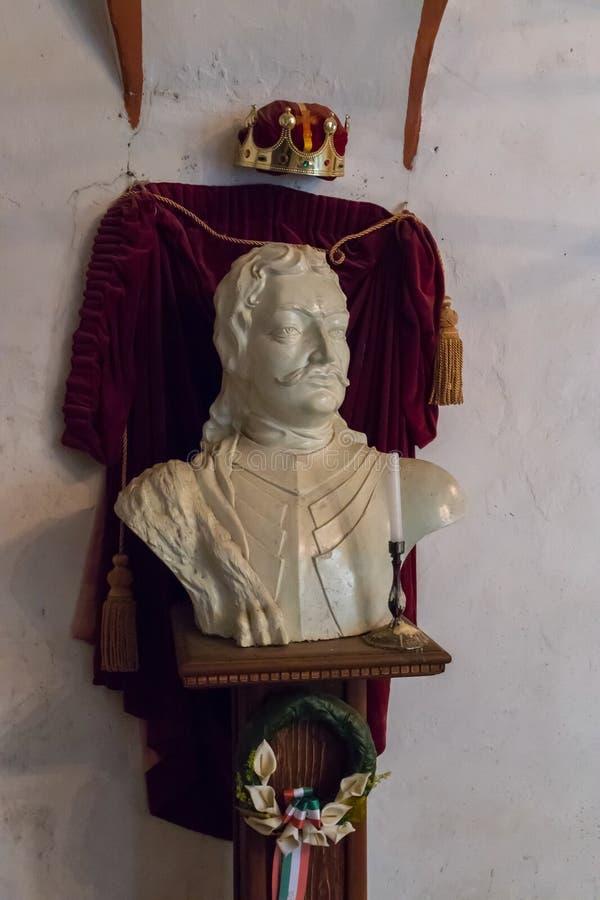 Мраморный памятник к польскому королю с кроной стоковая фотография rf
