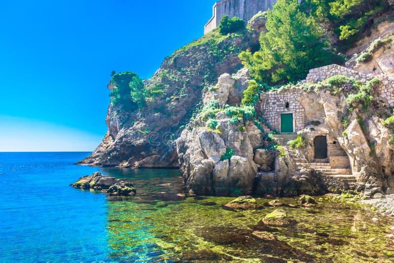 Мраморный пляж в Хорватии, Дубровнике Ривьере стоковое фото rf