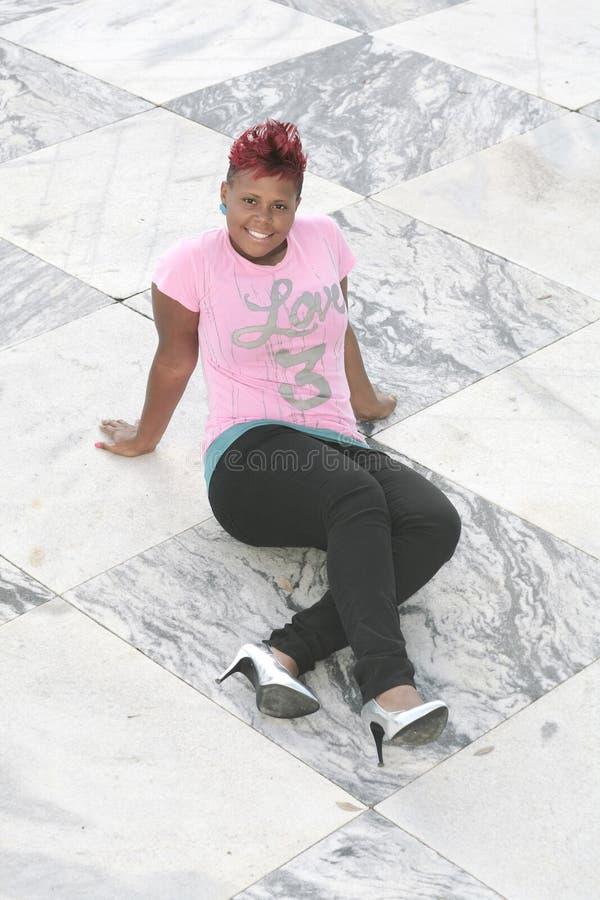 мрамор кроет женщину черепицей стоковые фото
