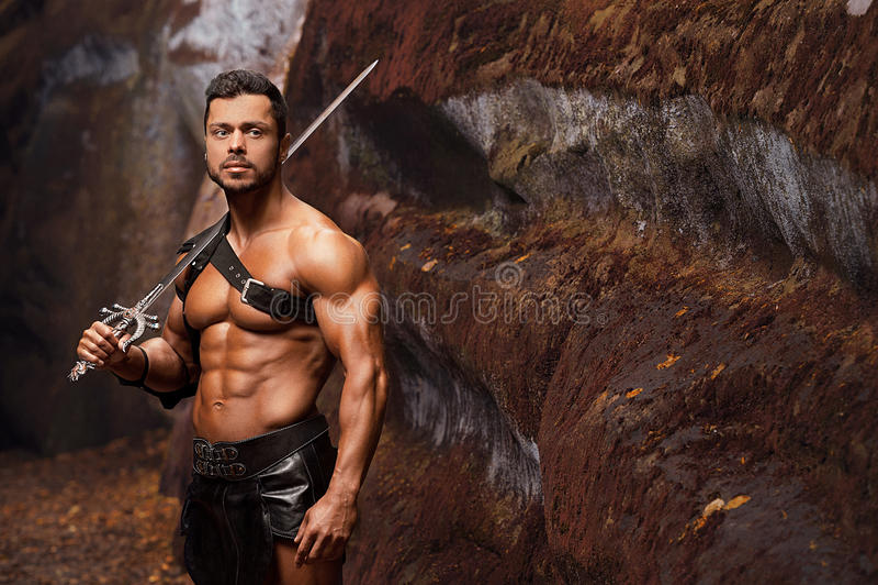 Мужественный ратник на горах стоковая фотография