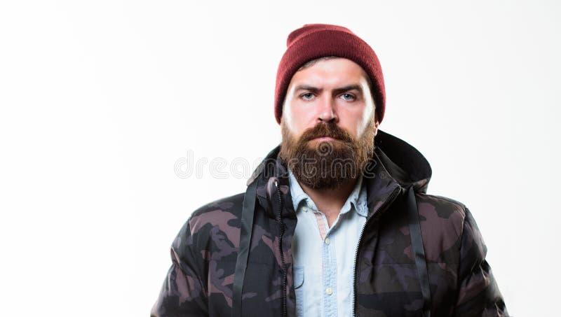 Мужская одежда зимы стильное Parka куртки бородатой стойки человека теплый черный изолированный на белой предпосылке Обмундирован стоковые изображения