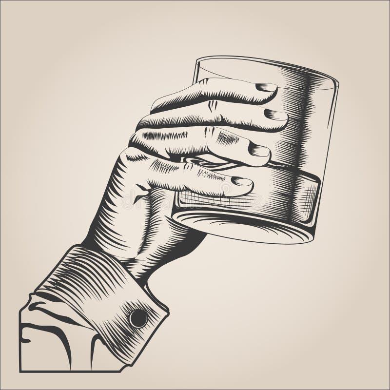 Мужская рука держа стеклянное питье спирта бесплатная иллюстрация