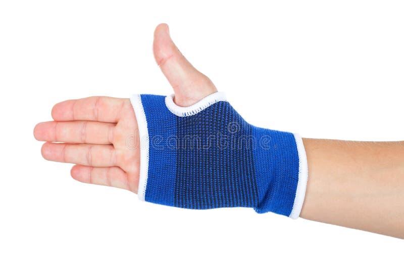 Мужская рука при эластичная изолированная повязка стоковые изображения rf