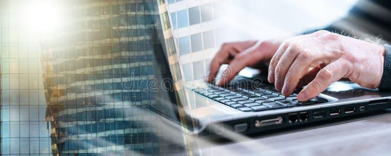 Мужские руки используя ноутбук; множественная выдержка стоковое фото rf