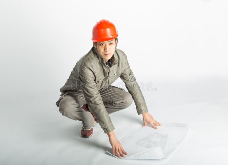 Мужские светокопии рабочий-строителя и делать эскиз к стоковые изображения rf