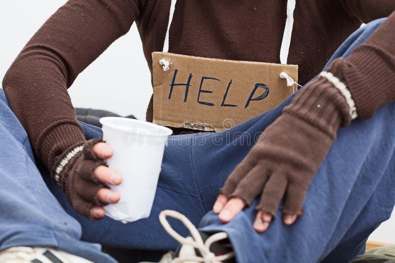Мужское бездомные как с знаком стоковые фото