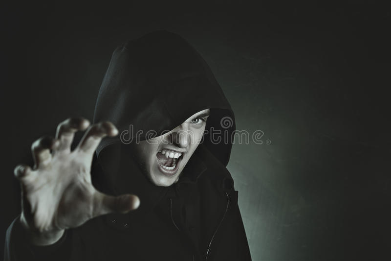 Мужское нападение вампира стоковая фотография
