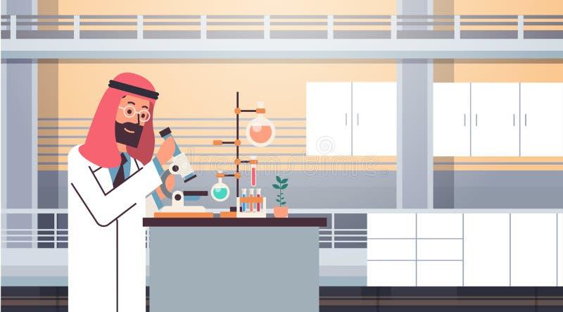 Мужской арабский ученый работая при лаборатория микроскопа делая человека исследования арабского делая доктора научных эксперимен иллюстрация штока