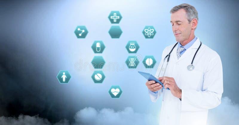 Мужской доктор держа таблетку с медицинскими значками шестиугольника интерфейса стоковые изображения