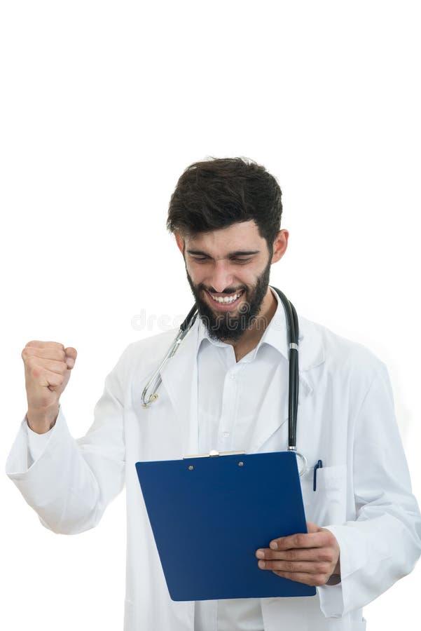 Мужской доктор стоя при папка, изолированная на белой предпосылке стоковые изображения rf