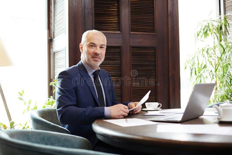 Мужской руководитель на офисе стоковое изображение rf