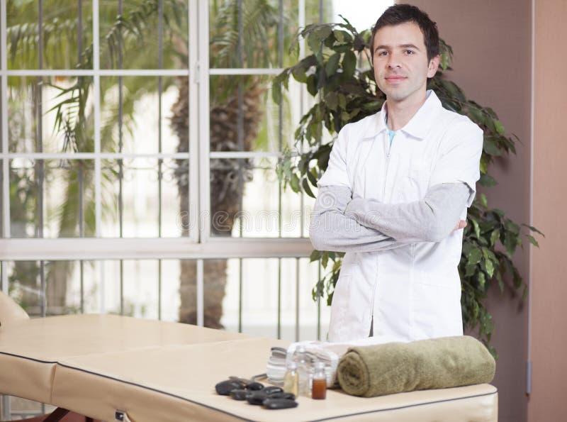 Мужской терапевт готовый для работы стоковое изображение