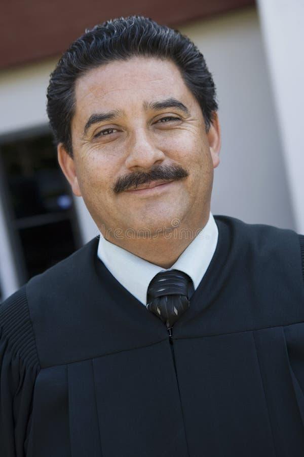 Мужской усмехаться судьи стоковые фото