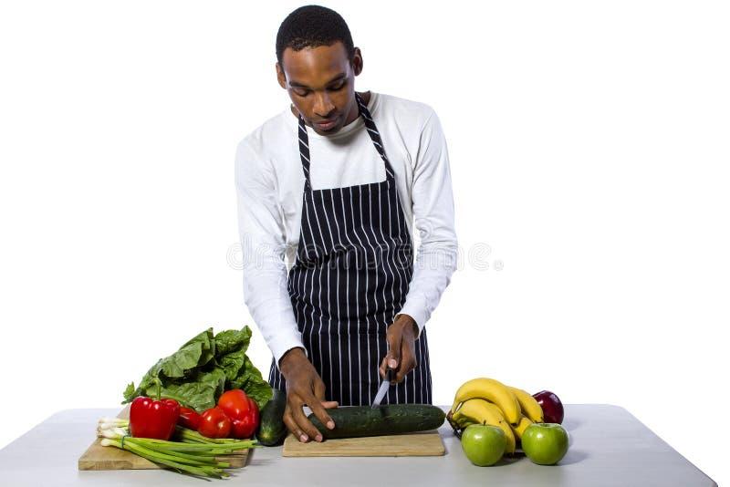 Мужской шеф-повар на белой предпосылке стоковое фото