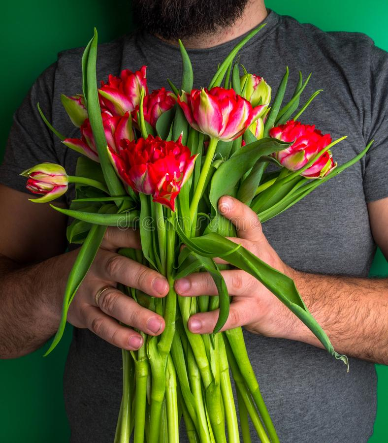 другом, картинки мужчина и тюльпаны фото после снежинок колокольчиков