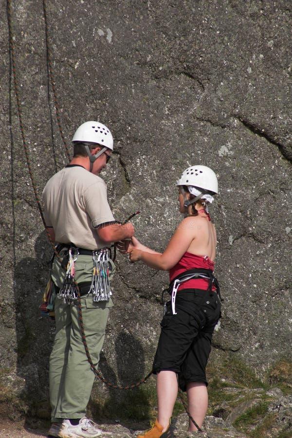 мужчина женщины альпинистов стоковое фото rf