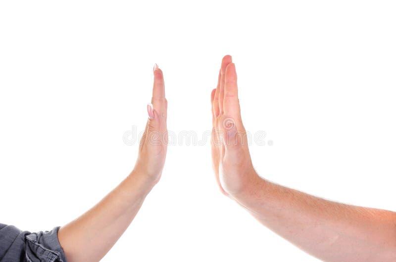 Мужчина и женские ладони хлопают один другого Высокие 5 стоковое фото rf