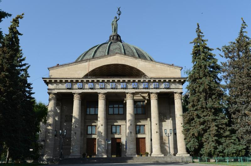 Муза Урании астрономии на куполе планетария в городе Волгограда стоковое изображение rf