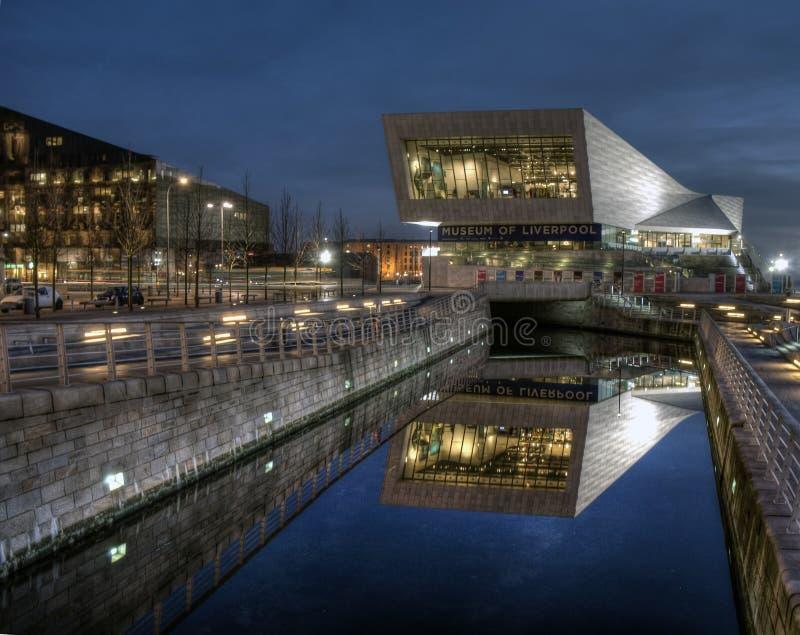 Музей Ливерпула на ноче стоковое фото rf